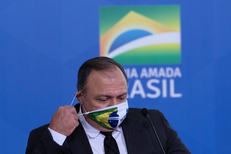 巴西總統波索納洛今天將代理衛生部長帕佐耶洛(Eduardo Pazuello)真除。軍方將領出身、毫無醫學背景的帕佐耶洛,是巴西在疫情大流行期間的第3任衛生部長。 歐新社
