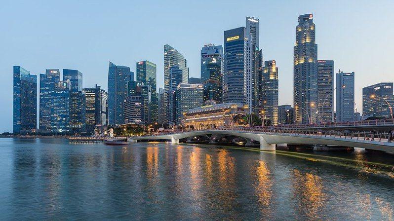 新加坡對中國與西方公司來說都極具吸引力。(photo by Wikimedia)