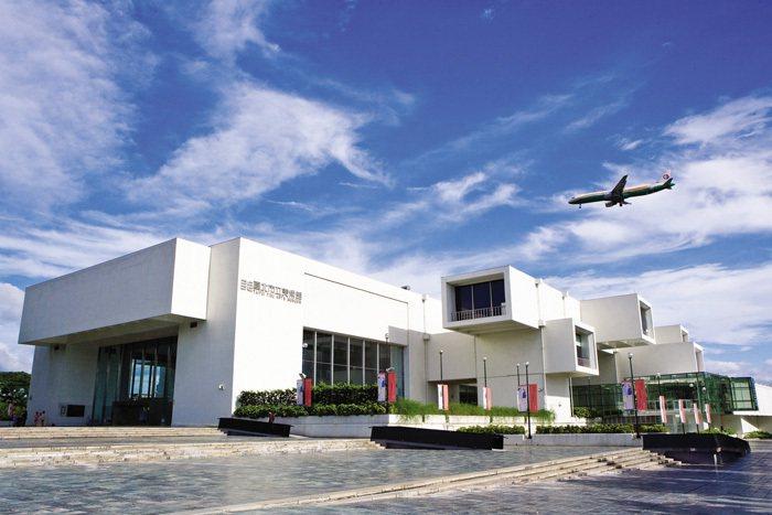台北市立美術館は不規則な形をした外観と太陽光が差し込む大きな窓が有名で、明るい空間で様々な展示物が鑑賞できます。(写真 / 台北市立美術館)