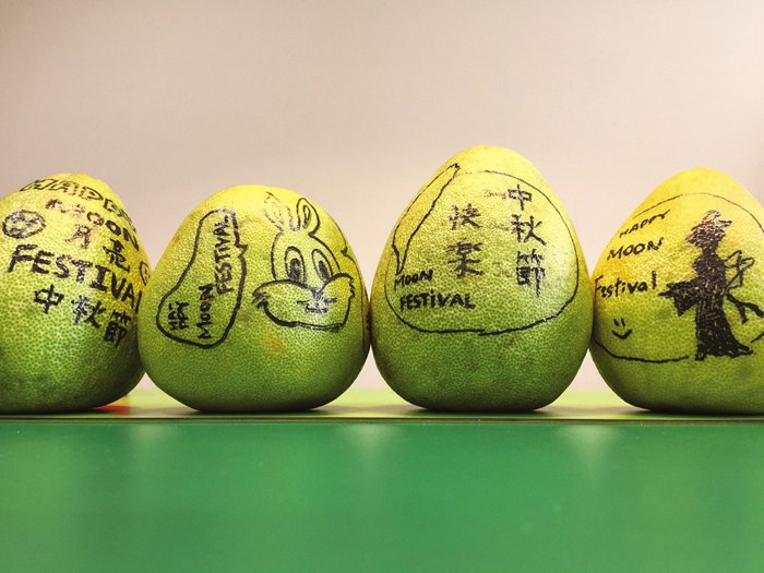 Before eating pomelo, it is also a fun activity to paint it with your creativity. (Photo/Taiwan Scene)