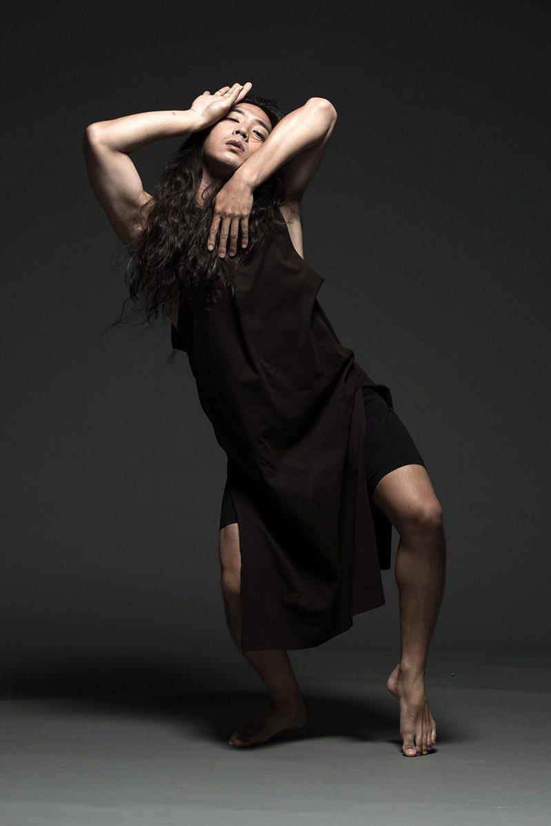許程崴的舞蹈與創作之路來自與生命的連結。(攝影/林政億)
