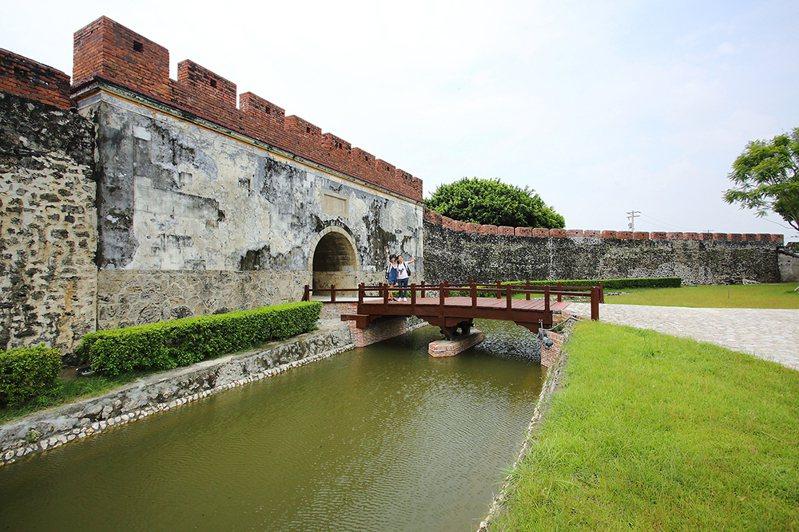 東門護城河經這次通水工程後,預告著重現舊城風貌不遠矣。(攝影/Carter)
