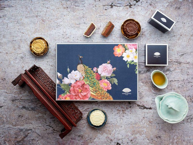 限量的手工創意巧克力月餅禮盒每盒6入,售價2,380元。圖/台北文華東方酒店提供