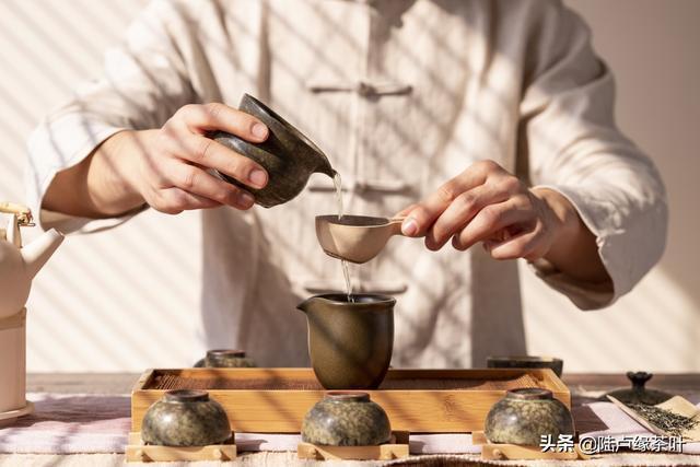 一般印象中的「茶藝照」是長這樣,如今茶藝的意涵已不同。圖/取自頭條