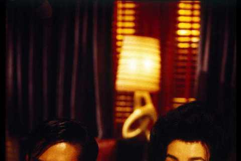 為慶祝王家衛導演電影作品「花樣年華」上映20週年,16日特別發佈紀念版國際海報及預告片。同時,包括「花樣年華」在內的5部王家衛導演經典電影作品,也將以4K修復版本,於近期正式開啟全球展映。電影「花樣...