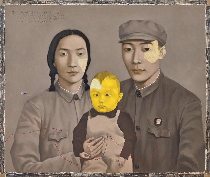 張曉剛1993年作的「血緣—大家庭:全家福2號」為本次拍品的雛形作品之一,現為私...