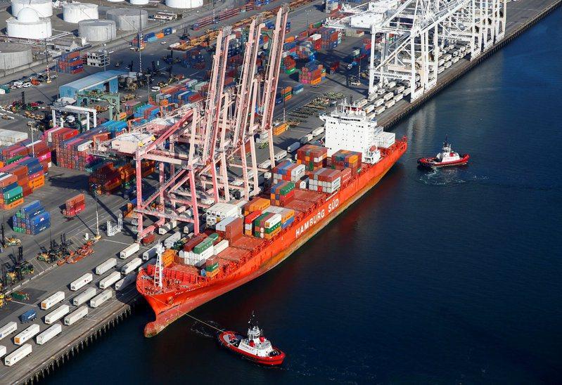 新加坡8月出口成長猛踩油門,受惠於中國大陸需求持續升高和關鍵的電子產品出口復甦。路透