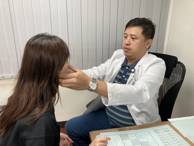 南投醫院整形外科醫師呂明川表示臉部骨折可以透過手術復原。圖/南投醫院提供