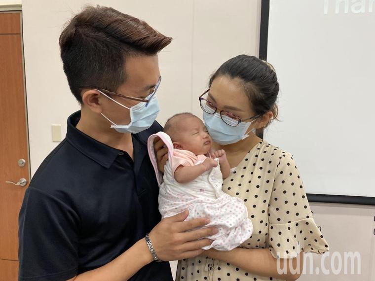 早產女嬰郭小妹出生第3天出現呼吸窘迫症候群合併持續性肺高壓,轉送台中榮總新生兒科...