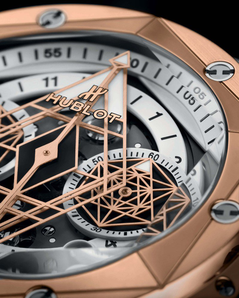 Big Bang Unico Sang Bleu II墨白計時碼表皇金款錶盤細節層次豐富。圖/宇舶表提供