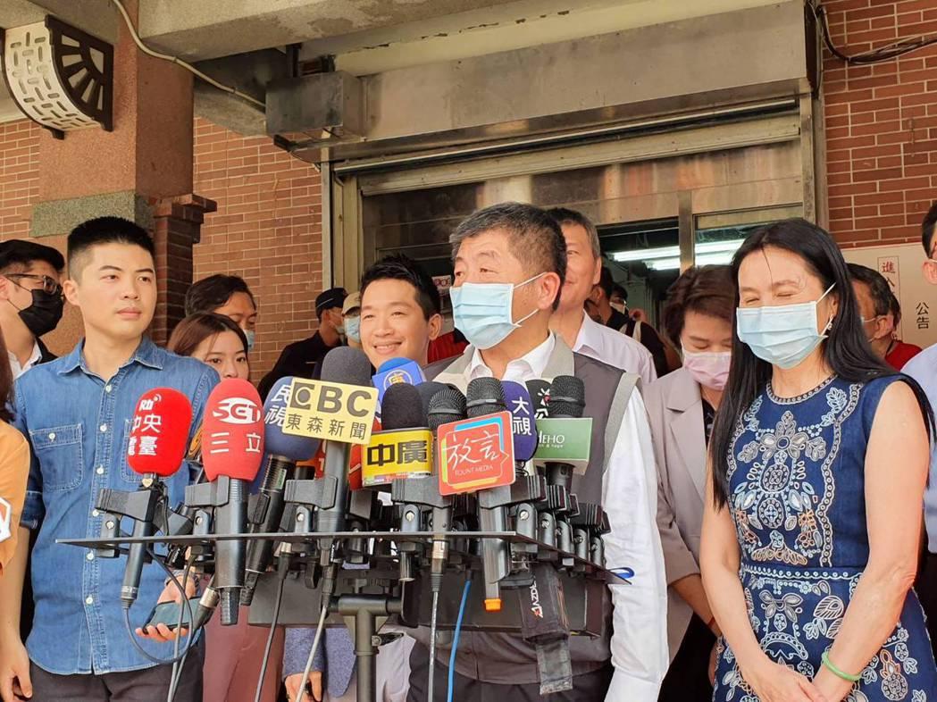 衛福部長陳時中今天到迪化街商圈視察豬肉標示,表示會做到滴水不漏。記者楊雅棠/攝影