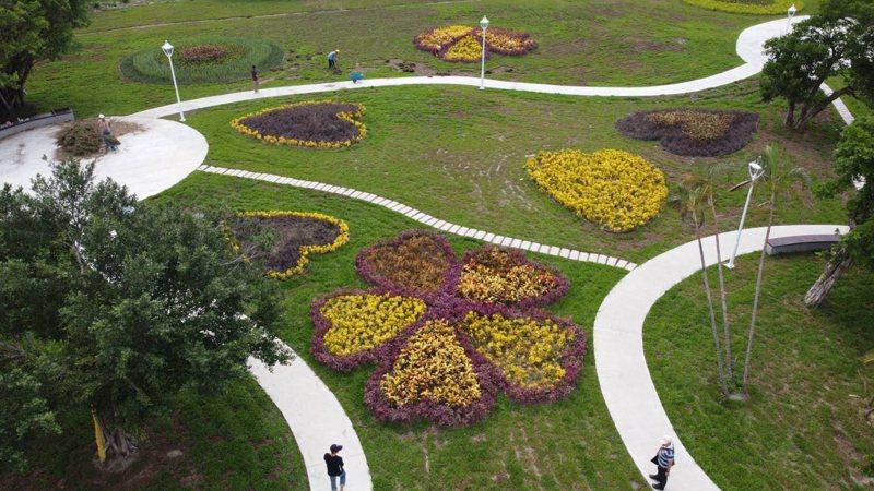 「心環原」質樸展現綠化景觀的舒適體驗,讓人忘卻此處原先礫石、廢棄物堆積的垃圾山樣貌。圖/新北市景觀處提供
