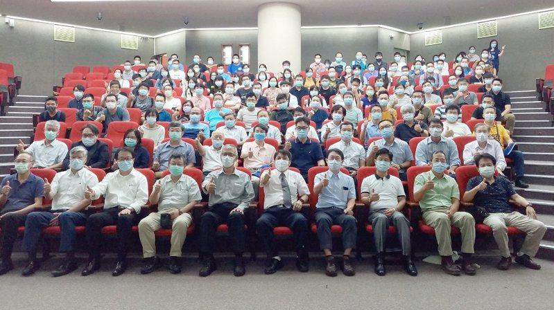 海大學士後多元專長培力增競爭力,擁專業月薪上看10萬。圖/國立台灣海洋大學提供