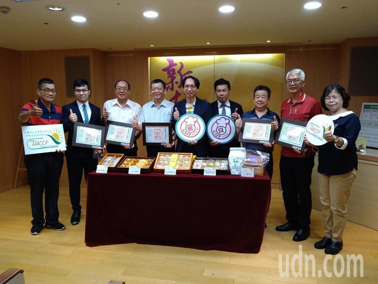 新北衛生局委託中華食品安全管制系統發展協會輔導、評核,今頒發56家糕餅業者「優級...