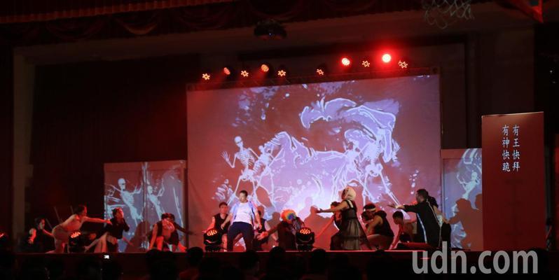 教育部「反毒樂舞劇」今天巡迴到台南市新化高工演出。圖/新化高工提供