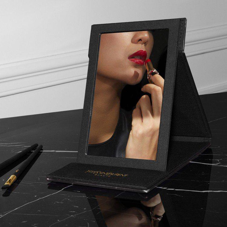 YSL滿額禮時尚化妝立鏡。圖/YSL提供