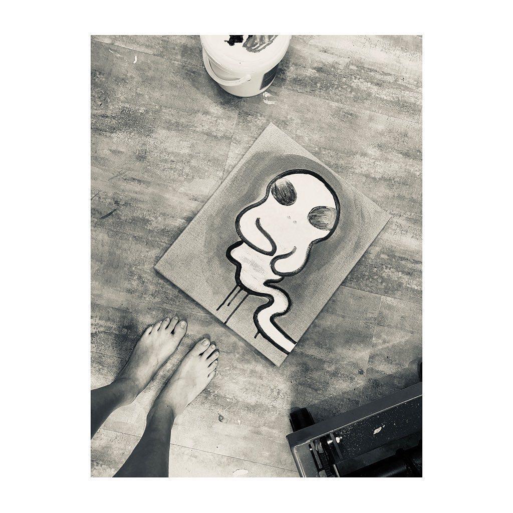 孟耿如畫了一幅畫紀念小鬼。圖/摘自臉書