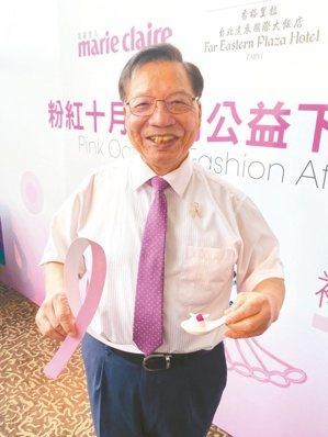 乳癌防治基金會董事長張金堅表示,乳癌是台灣女性最好發的癌症,需定期檢查才能早期發...