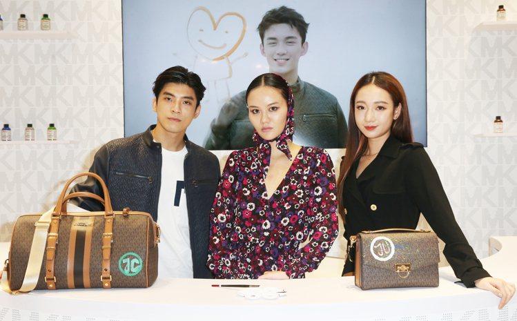 藝術家江宥儀和林哲熹(左)、吳卓源(右)合影。記者曾學仁/攝影