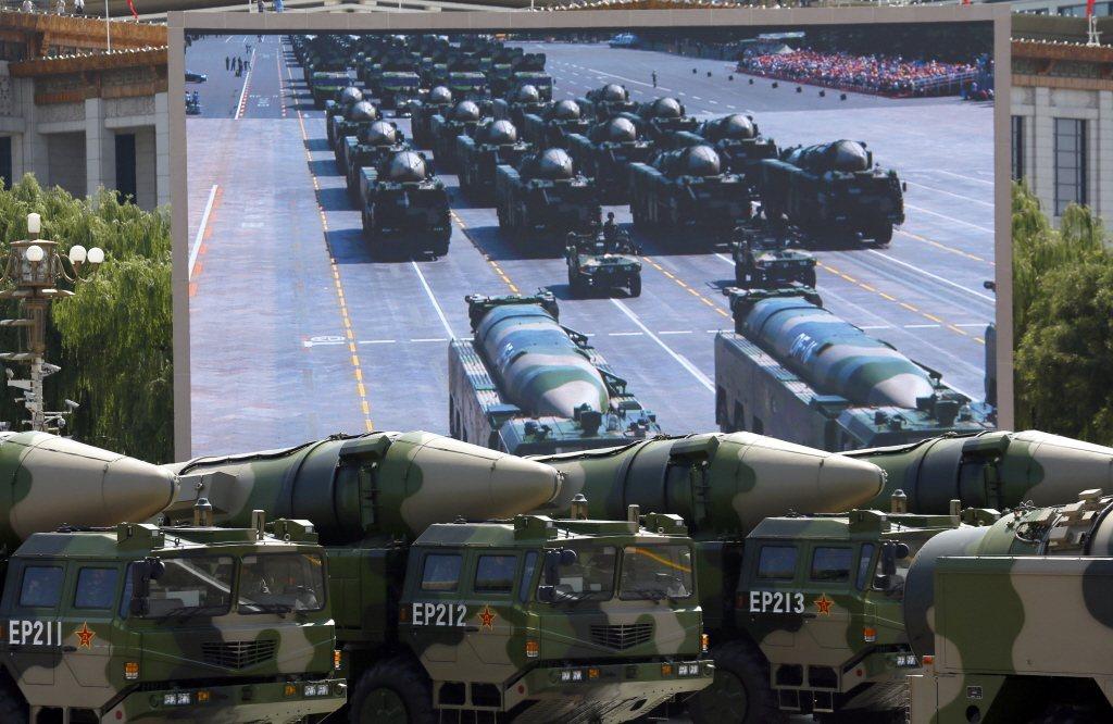 圖為共軍「航母殺手」東風-21D。 圖/美聯社