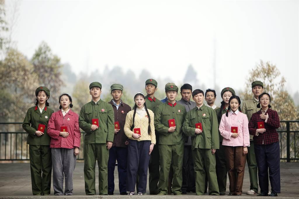《入戲》記錄下這場在年輕人身上的文革實驗,但最值得討論的應該是——為什麼在中國脈...