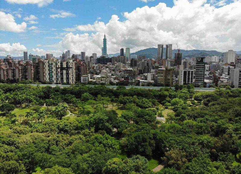 幸福城市調查中,台北因資源豐富穩居冠軍,其他城市難望項背,但近年在各面向常被超越。圖片來源:黃明堂攝