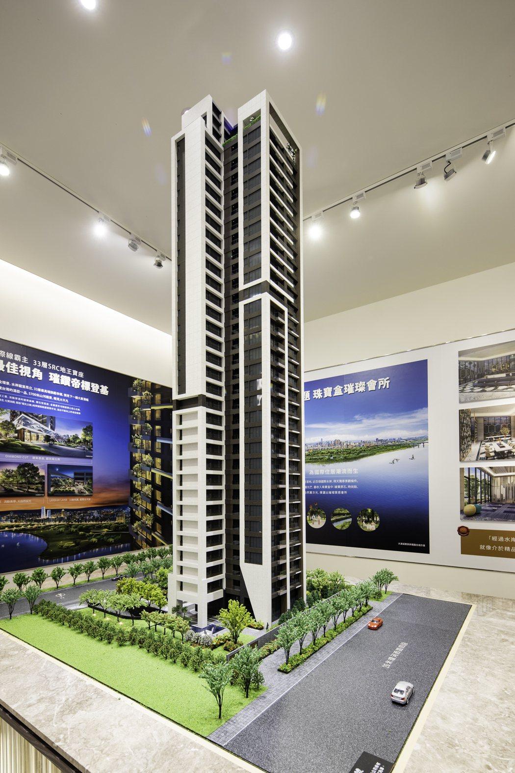 甲山林帝景1號以SRC打造安全超高樓,也成為江翠地標建築。