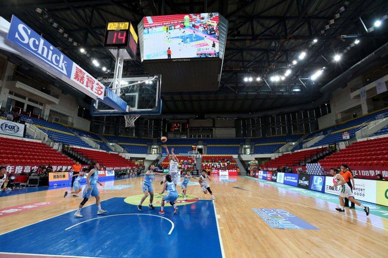 FOX體育台在今天傳出將於年底撤出台灣的消息,首當其衝的就是旗下幾項獨家轉播的體育賽事,包括在國內最熱門的HBL高中籃球聯賽。 聯合報系資料照