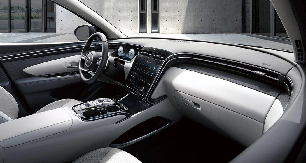 新世代Hyundai Tucson將數位儀表與中控台切齊,讓整體視野看來更為寬闊...