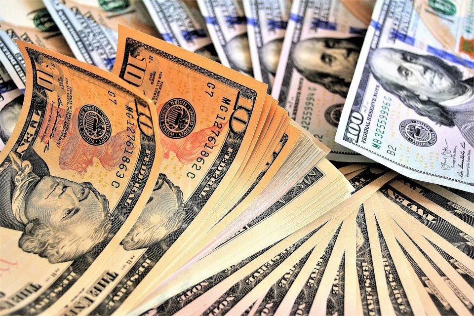 有人習慣把買股當成儲蓄理財的一部份,要懂得挑選每年收益穩定的企業股票。 圖/pi...