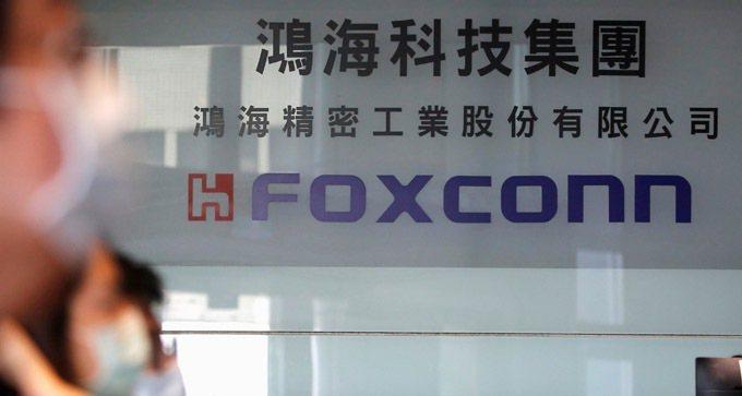 鴻海宣布,位於威州「威谷」科技園區的球型高速運算資料中心(HPCDC)鋼鐵結構工...