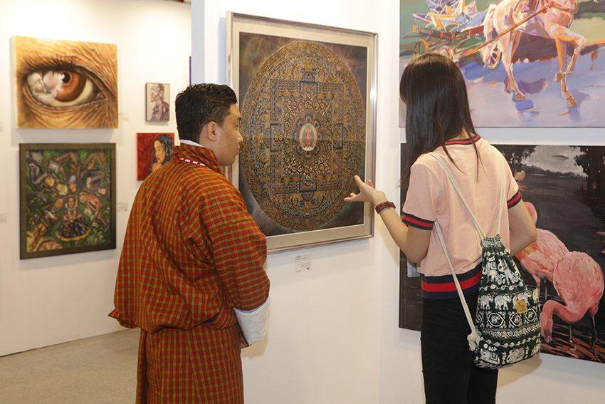 透過「國際藝術家大獎賽」, 藝術家有機會在國際舞台展出,並與觀賞者面對面互動。 ...