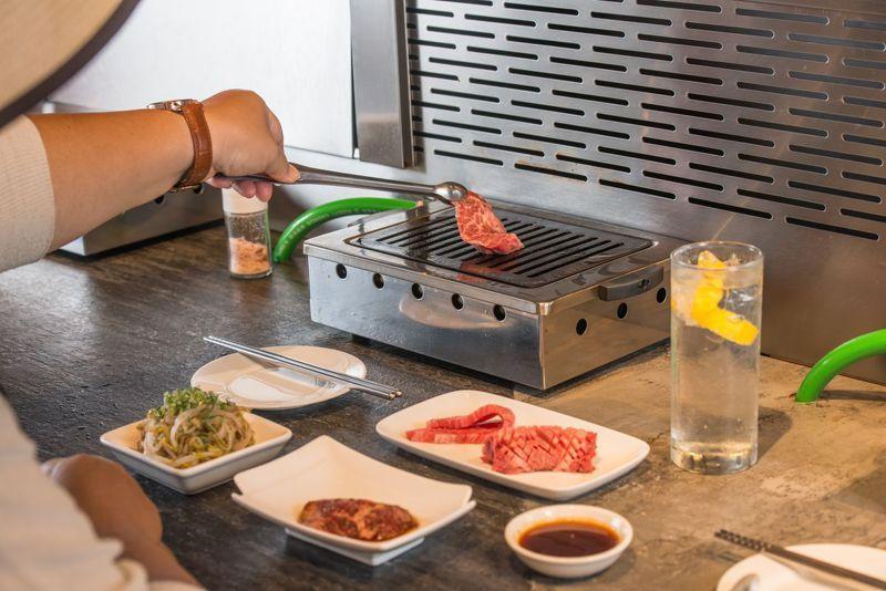 吃燒肉最怕踩地雷,一片一片單點時,可以選到自己喜歡的部位口味,喜歡再加點。儘管是採單片點餐,但每片肉平均重約25克,可以享受大口吃肉的快感。