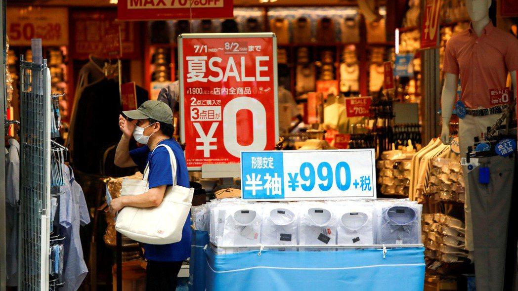 日本8月核心消費物價再度下跌,通膨率重回負值。  路透