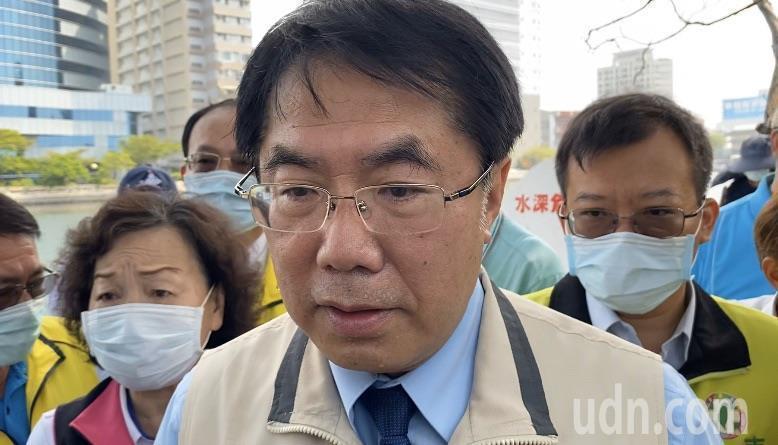 台南市長黃偉哲今早接受媒體訪問「有沒有想過選總統」,他回「早餐都沒吃,就想到宵夜」。記者鄭維真/攝影