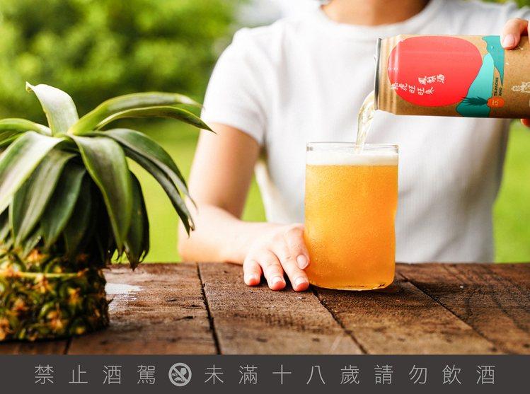 臺虎精釀再推新產品,與微熱山丘聯手推出秋季聯名的台式Tepache鳳梨酒。圖 /...
