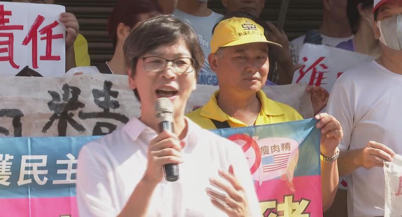台灣民間團體今天上午至立院外抗議,反對政府開放含萊克多巴胺的美豬進口,民眾黨立委蔡壁如到現場支持。記者任忠泰/攝影