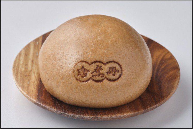 「珍煮丹黑糖包」採用珍煮丹祖傳黑糖醬為內餡,售價25元。圖/全家便利商店提供