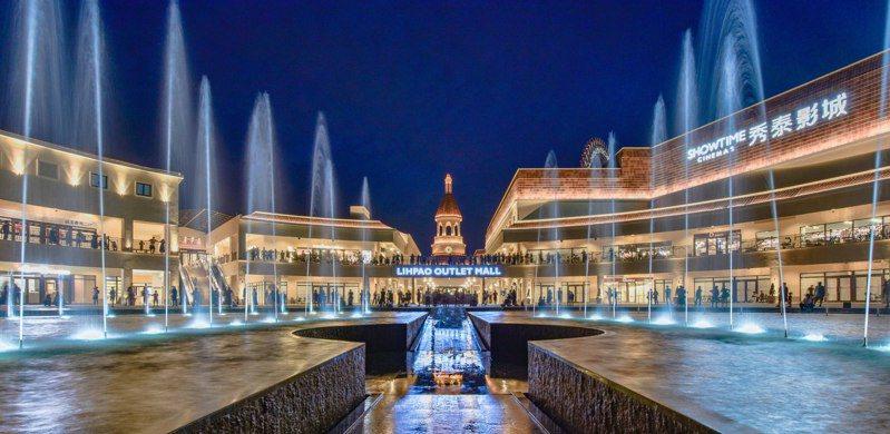 台中后里麗寶Outlet Mall斥資千萬打造的水舞燈光秀。圖/麗寶Outlet Mall提供