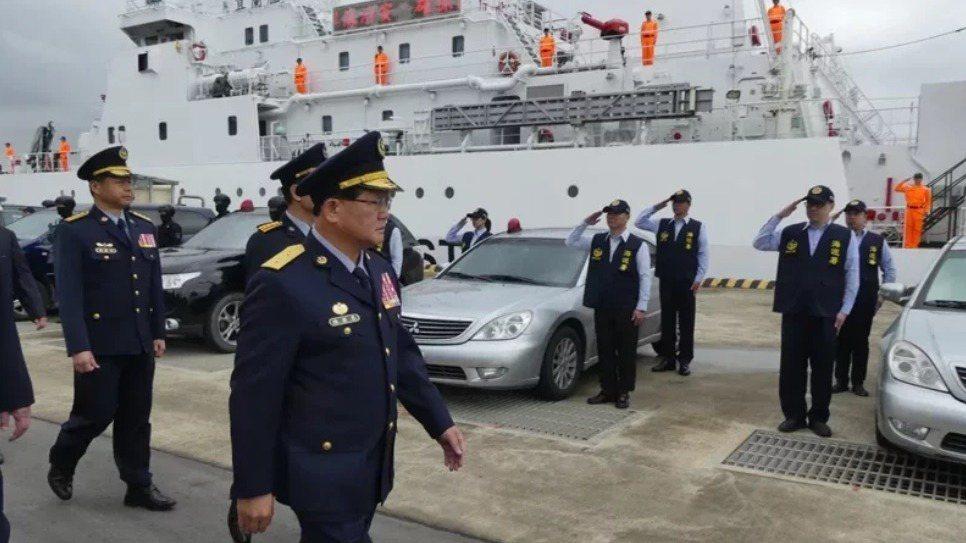 海巡署長陳國恩校閱部隊。圖/本報資料照