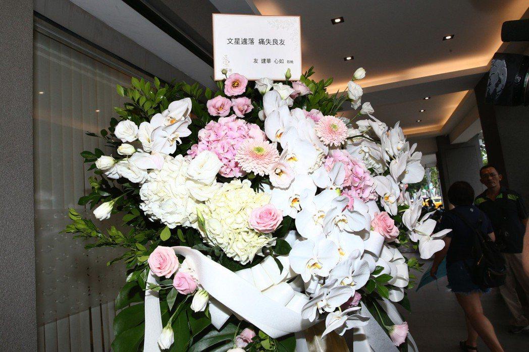 林心如與霍建華夫妻也送上花籃表達哀悼。記者蘇健忠/攝影
