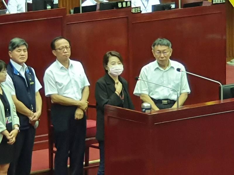 台北市議會新會期開議,市長柯文哲、副市長黃珊珊(右二)下午赴議會進行施政報告和質詢。記者楊正海/攝影