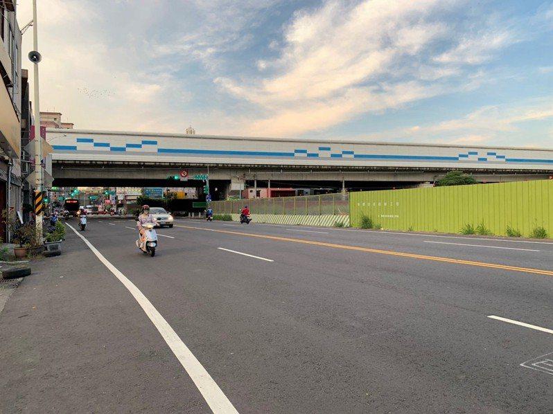 桃園捷運綠線工程持續推進,21日起將在介壽路一段架設施工圍籬,並施作連續壁工程,提醒民眾行經工區時保持速限30公里,並盡量利用替代道路改道通行。圖/桃園市捷運工程局提供