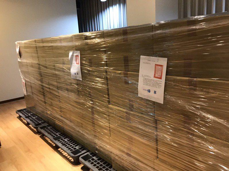 促轉會今赴政大封存124箱國民黨台灣省黨部檔案。圖/促轉會提供