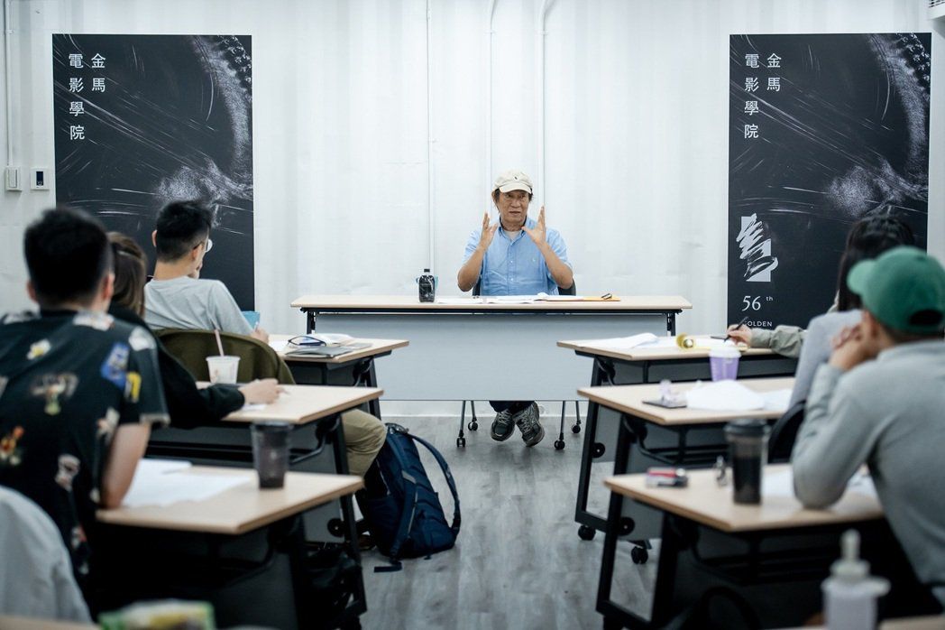 2019年金馬電影學院學務長廖慶松與學員講課。圖/金馬執委會提供