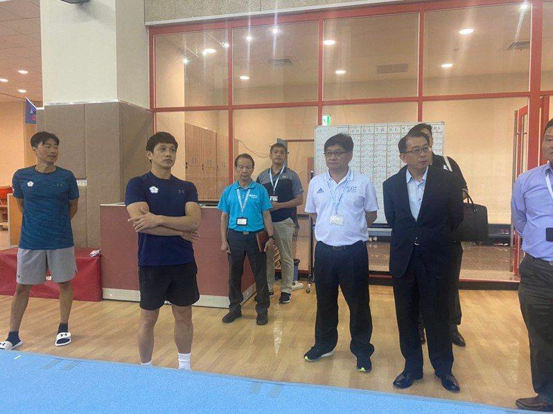 體育署署長張少熙(右2)第二度南下國訓中心關心選手備戰狀態。圖/體育署提供