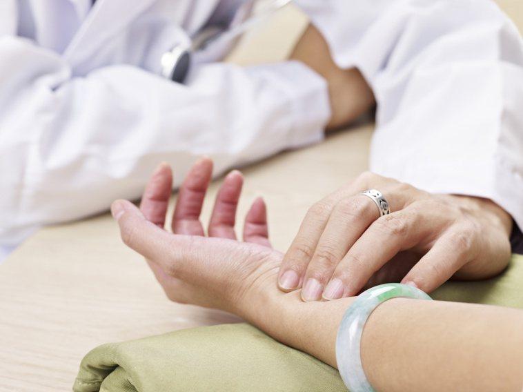 中醫治療癌症的策略包括扶正祛邪、清熱解毒、活血化瘀、軟堅散結、化痰祛濕、養心安神...