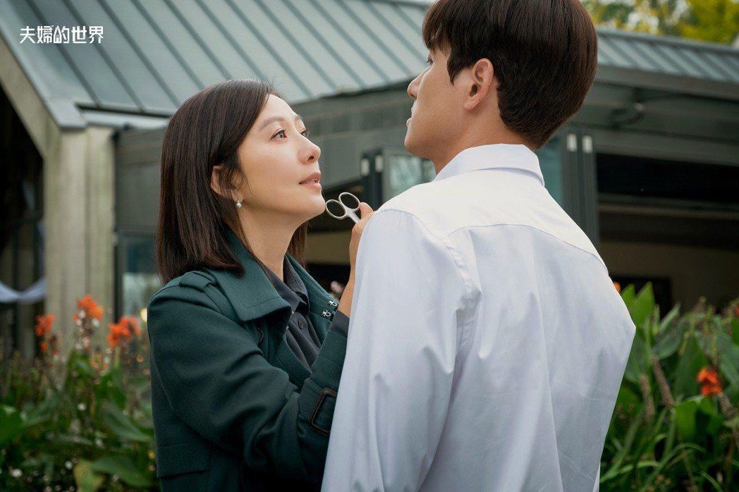金喜愛、朴海俊演出「夫婦的世界」。圖/衛視中文台提供