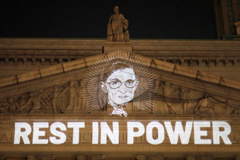 美國聯邦最高法院年紀最長的大法官金斯柏(Ruth Bader Ginsburg)18日過世。 路透社