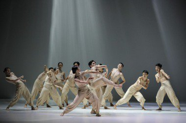 雲門舞集鄭宗龍談新作:當聲音與身體合一,沒有雜念,那就是《定光》